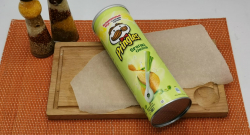 Чипсы Pringles весенний лук